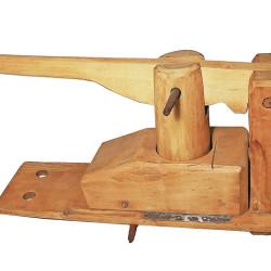 Presse à fruits en bois